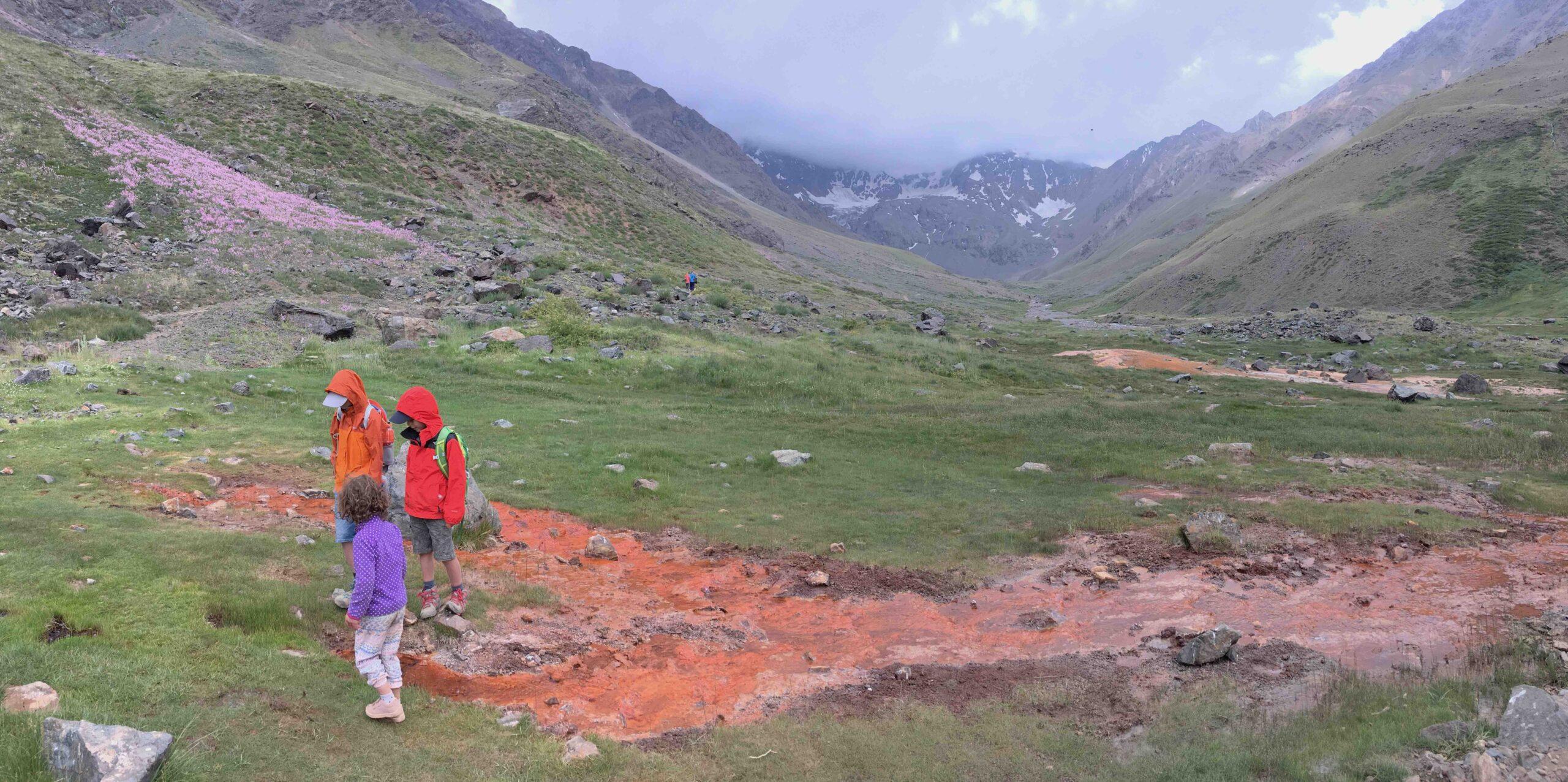 5 destinos imperdibles para hacer trekking en familia en la Región Metropolitana